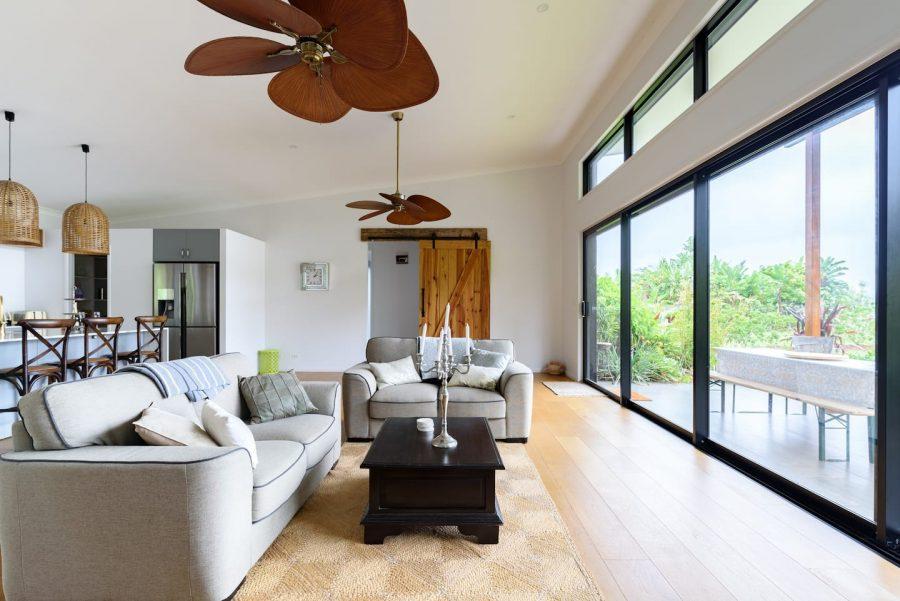 gold coast hinterland accommodation living room