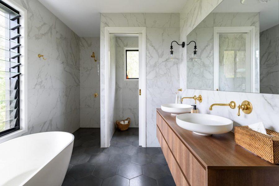 farmhouse style luxe bathroom